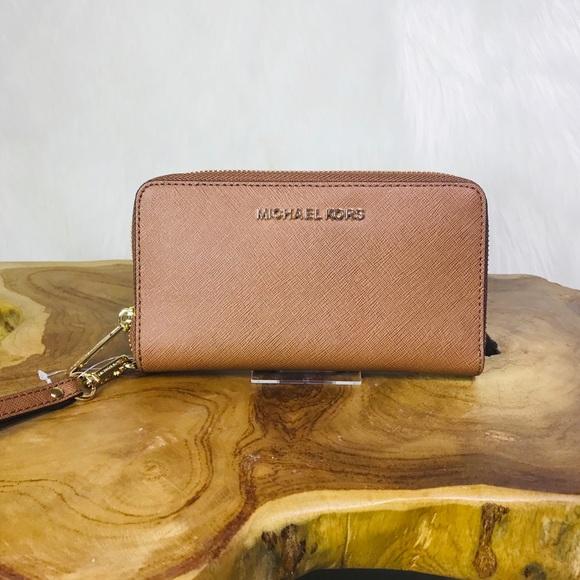 08f0768a4f55 Michael Kors Bags | Jet Set Travel Phone Case Wallet | Poshmark